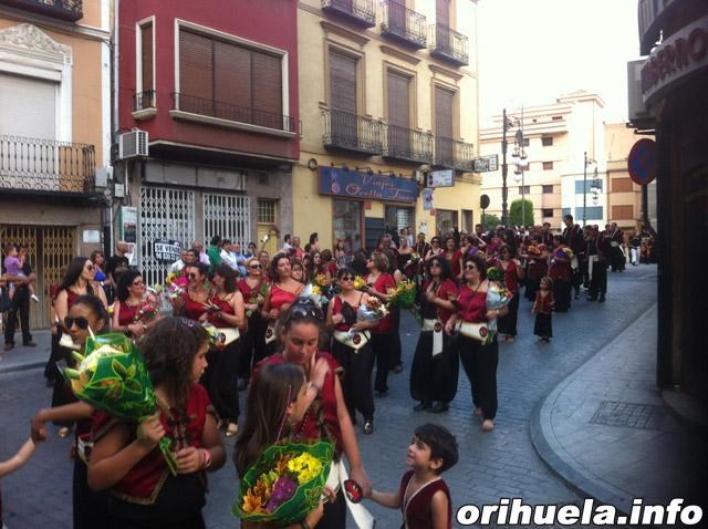 Los Moros y Cristianos arrancan con la Ofrenda Floral
