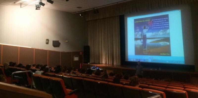 Casi un centenar de personas participaron en el 1er encuentro familias-docentes