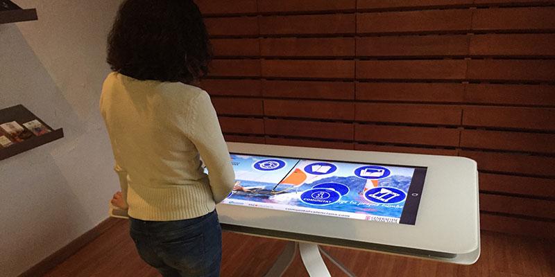 Tourist Info de Guardamar instala una pantalla informativa multitouch