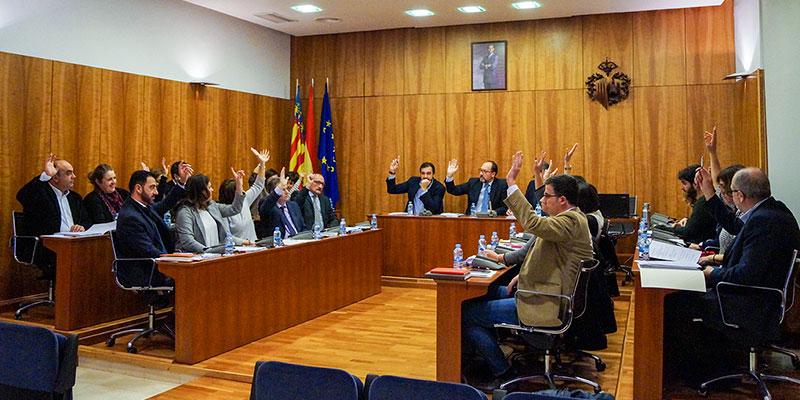 El Pleno aprueba el nombramiento de D. Federico Ros como Caballero Cubierto 2017