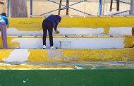 Deportes acondiciona el campo de fútbol de Los Arcos con un plan de choque