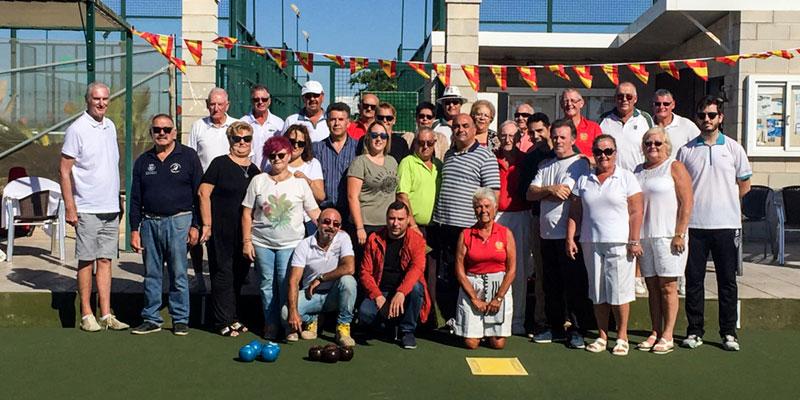 La Concejalía de Deportes promociona los bolos-hierba en entrenaranjos con una convivencia entre clubes