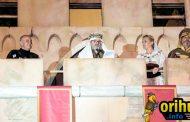El acto de la Toma del Castillo congregó en la glorieta a más de 2000 asistentes