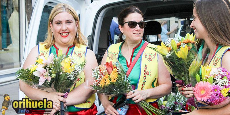 [FOTOS] Las ofrenda de flores marcó ayer el comienzo de una semana repleta de festejos