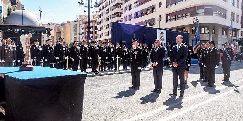 El Ayuntamiento, la Policía Local y Protección Civil, distinguidos en el acto homenaje de la Policía Nacional