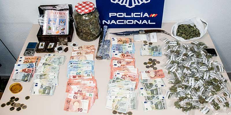 La Policía Nacional detiene a cuatro personas en una operación contra el tráfico de drogas al menudeo